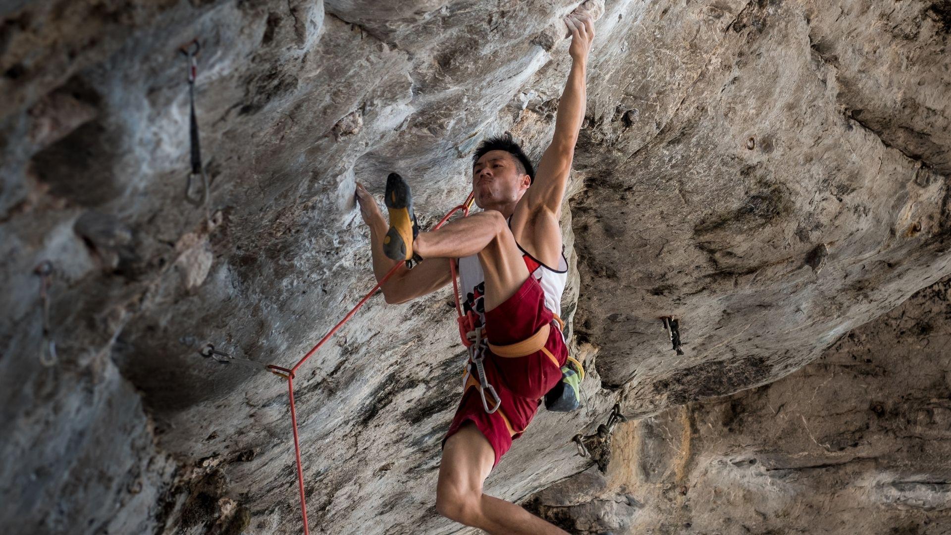Tough moments while climbing overhangs