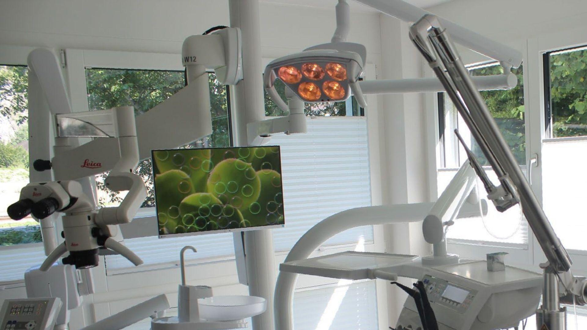 Dentist Adrian Platzt