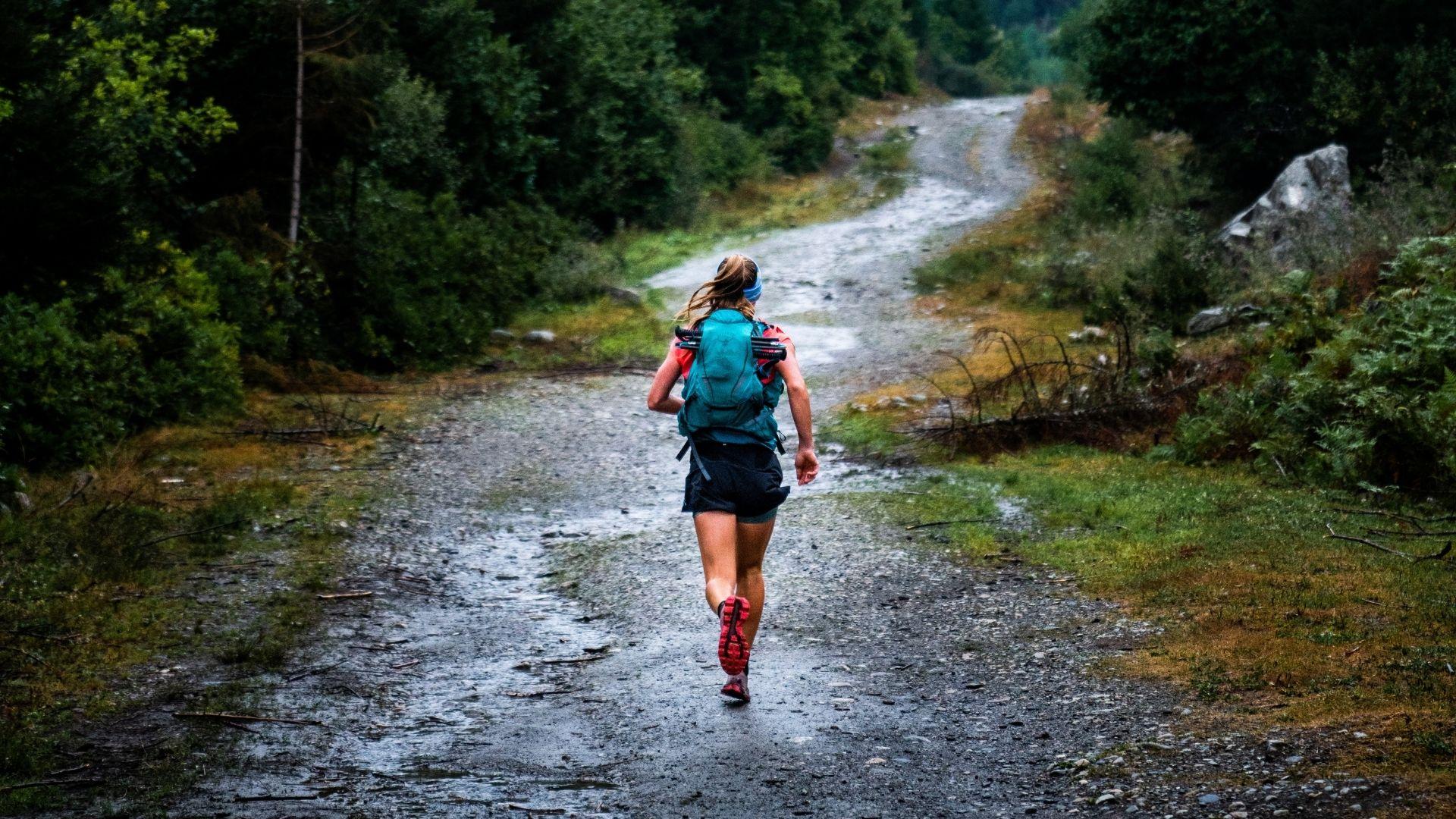 Ultratrailrunner Athlete Kirra Balmanno running
